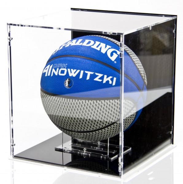 Basketball Vitrine mit schwarzem Boden und schwarzer Rückwand Bild 1